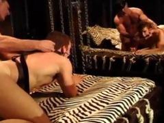 bodybuilder daddy receives bj,fucks muscle chap